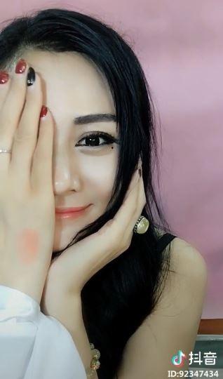 劉嘉玲、熱巴、阿嬌通通似!「仿妝達人」神級化妝技巧年薪過百萬