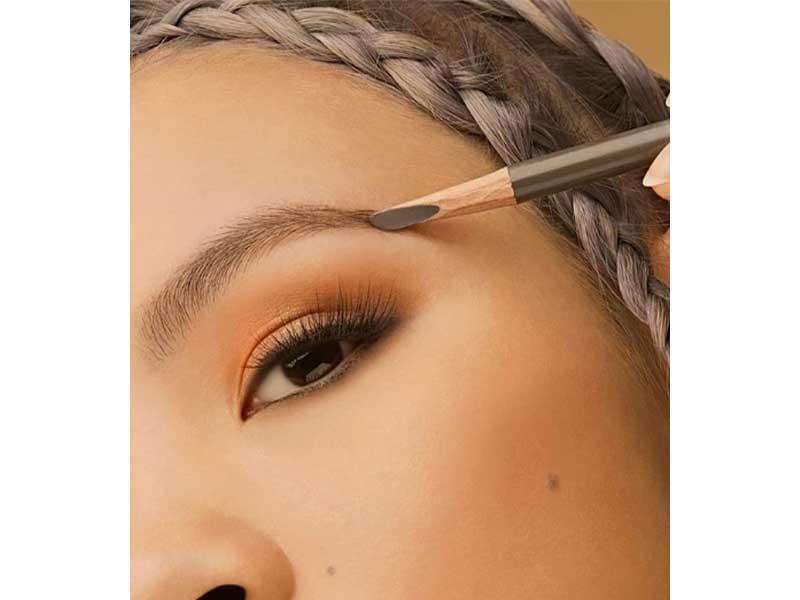 畫成黃金比例的眉形就像畫框,為整個臉定位