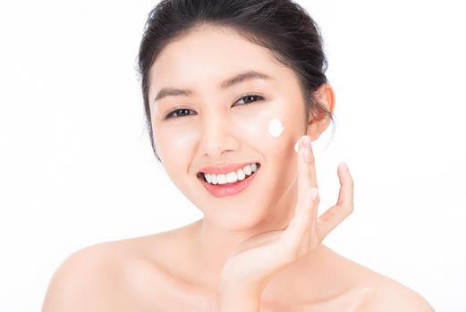 每次化妝前都要做好肌膚保濕的功夫