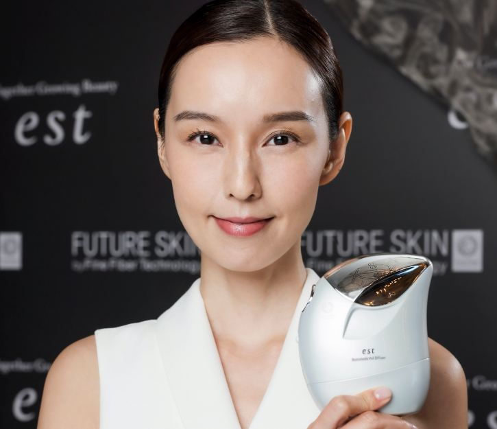 日本最矚目家用美容儀 噴出「第二層皮膚」 一機具備神奇底妝及護膚功效