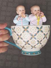 把寶寶裝到杯子裏
