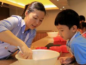 Spark Studios給小朋友訓練廚藝、禮儀