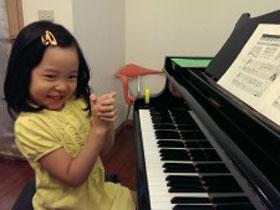 關於‧很會彈琴的女生