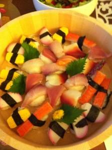 去年母親節,女兒為我做了壽司拼盤