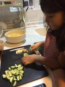 我的女兒,從小就會用刀