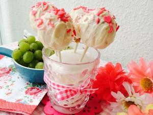雖然糖霜做得不均勻,Cake Pop也會掉下來,但對我又或對女兒來說,它們都是完美的
