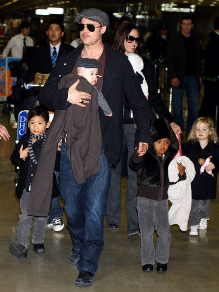 Brad-Pitt-And-Angelina-Jolie-Arrive-In-Japan