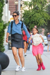 katie-holmes with suri back to school