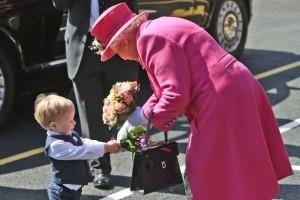 Queen-Elizabeth-II-receives-a-bouquet