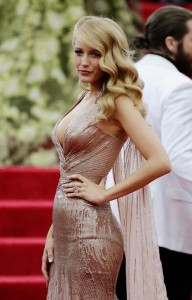 Blake Lively Hides Behind Her Hair to Cope With Her Red Carpet Fears _1