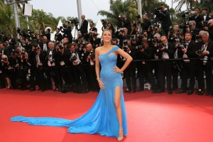 blake-lively-cannes-2016-versace-blue