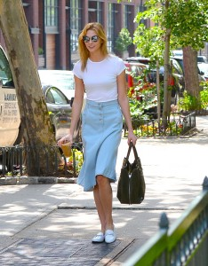 NEW YORK, NY - MAY 23: Model Karlie Kloss is seen walking in Soho on May 23, 2016 in New York City. (Photo by Raymond Hall/GC Images)