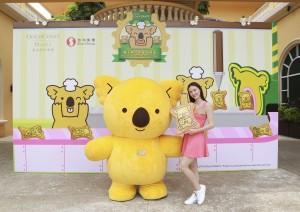 巨型樂天熊仔餅化身導遊並帶領各位大小朋友遊覽基地。
