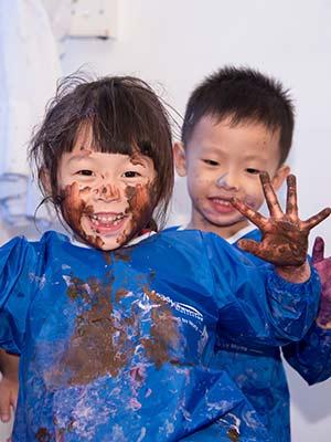 外國盛行自主玩樂Messy Play  基層家庭孩子盡情試玩