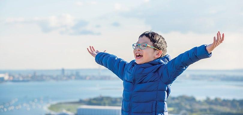 錫住寶寶雙眼 減慢兒童近視加深 HOYA 兒童近視控制鏡片面世