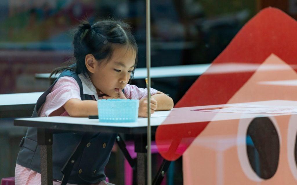 天水圍5歲女獨自流連商場被非禮