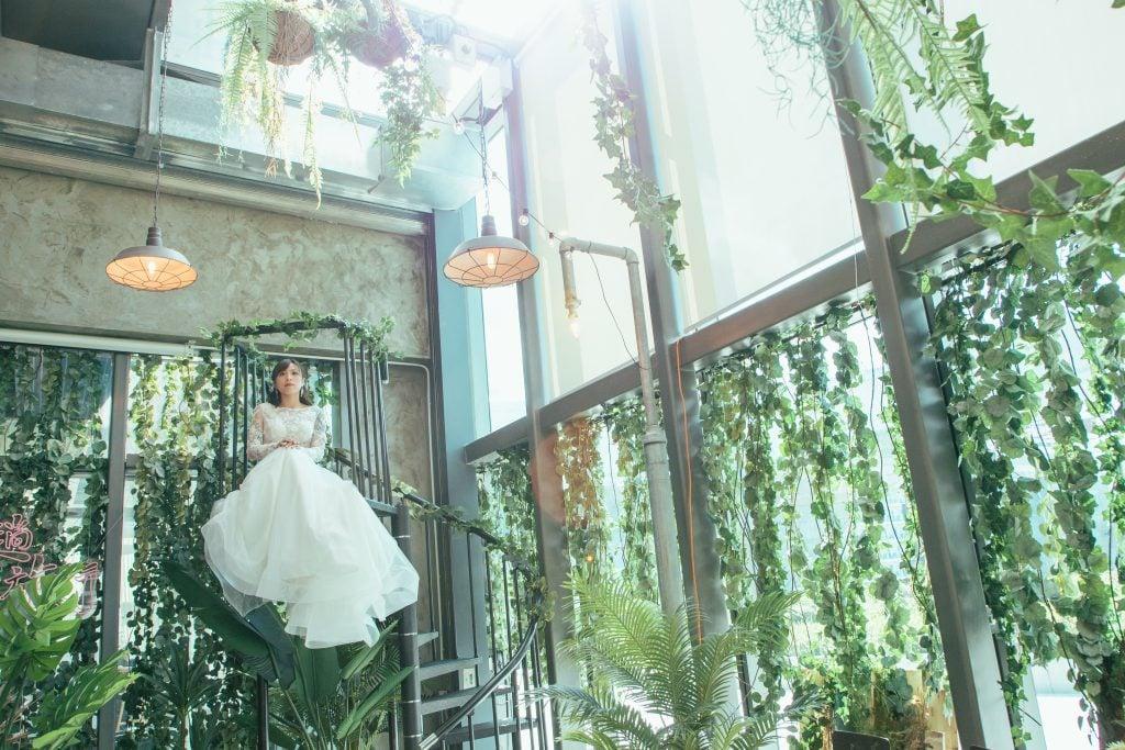 一條歐陸式旋轉樓梯吸引住,MC可以企上樓梯主持婚禮,新人可以坐喺樓梯影相