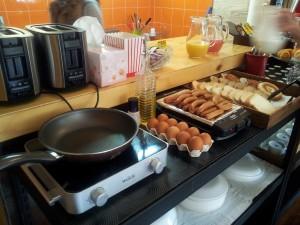 早餐以自助形式供應,煎蛋也不例外