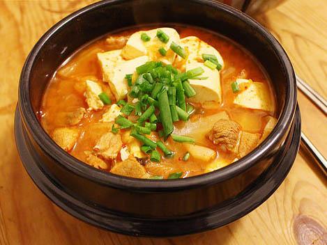 自己做。泡菜豆腐湯 (김치국)