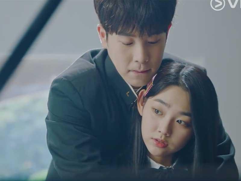 P.O與康美娜飾演的「金宥娜」感情線開始萌芽,早前教對方彈琴一幕更是浪漫滿瀉!
