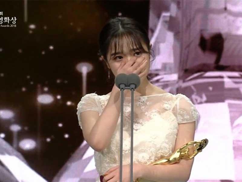 成功換來了第50屆百想藝術大賞「女子新人演技獎」。
