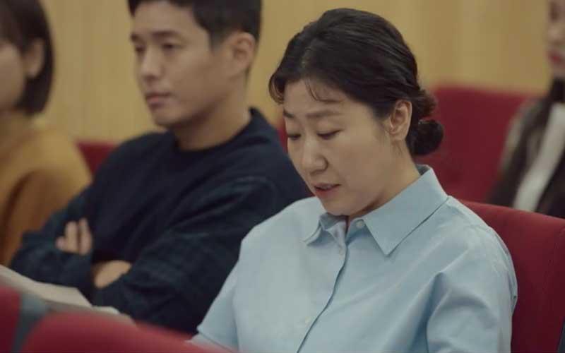 當中飾演升學部部長朴成順的韓國實力派演員羅美蘭