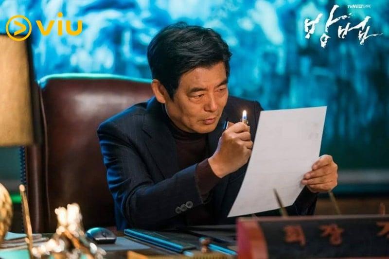 《謗法》成東鎰飾演依靠巫術重振公司的陳忠賢