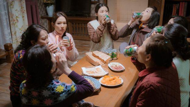 韓劇《愛的迫降》特邀脫北作家「郭文安」指導北韓部份,增加逼真感
