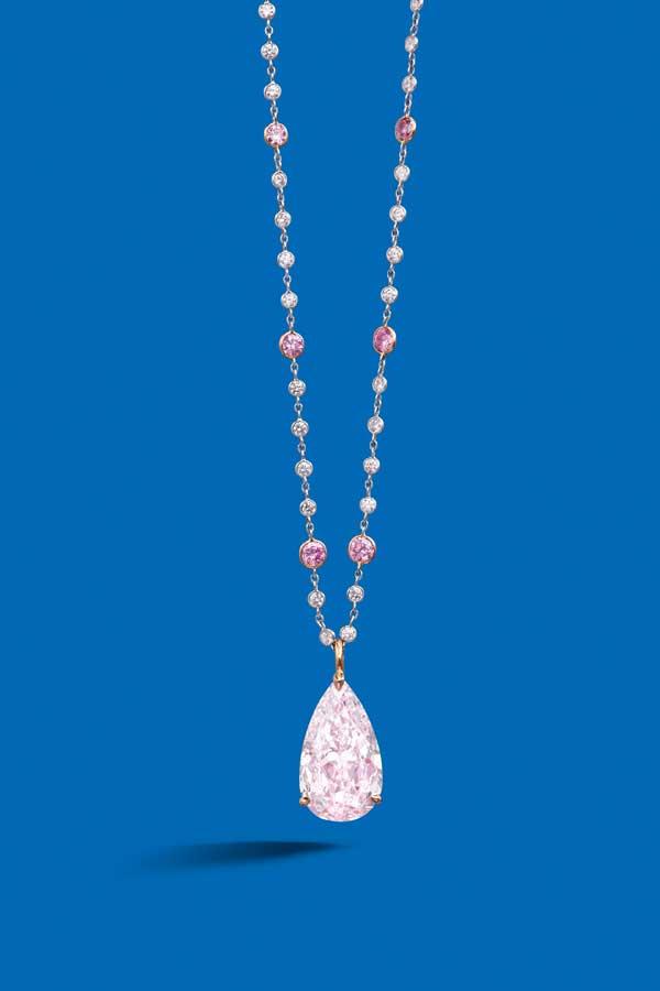 9.21克拉天然彩紫粉紅色內部無瑕淨度鑽石吊墜 鑽石共重約3.15克拉,附GIA證書 估價:HK$12,000,000 - 15,000,000