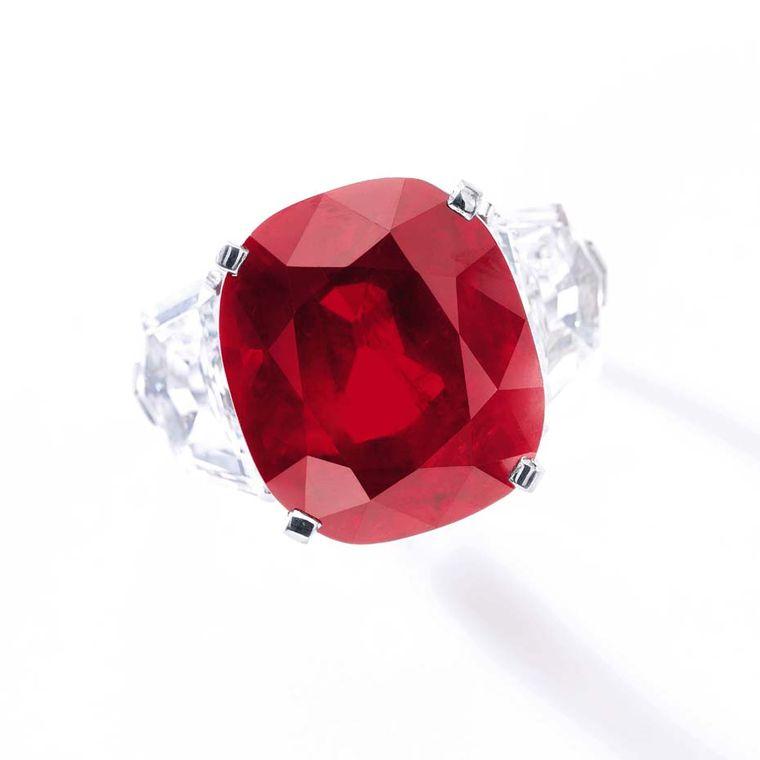 這顆卡地卡指環上是一顆未經加熱的稀世紅寶石,重 25. 59 卡拉