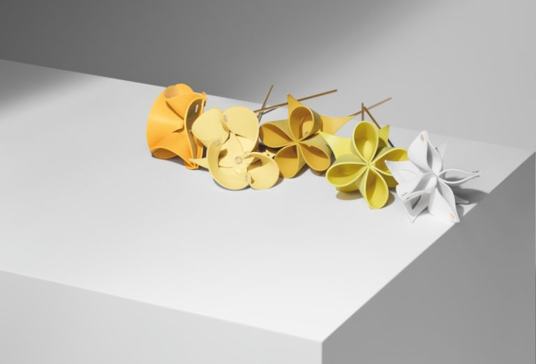 Atelier Oï設計的Origami Flower、Leather Rosace花瓶及托盤和椅墊