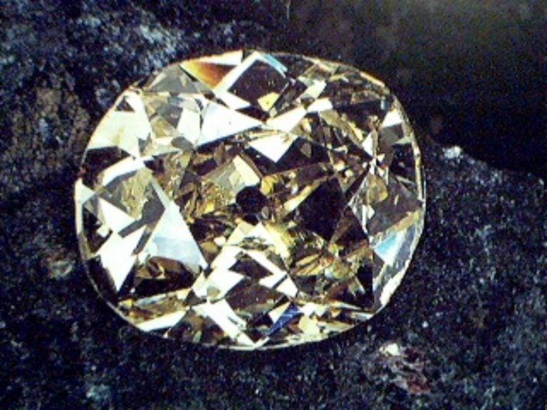"""重189.62克拉的淡藍色鑽石""""奧洛夫"""""""